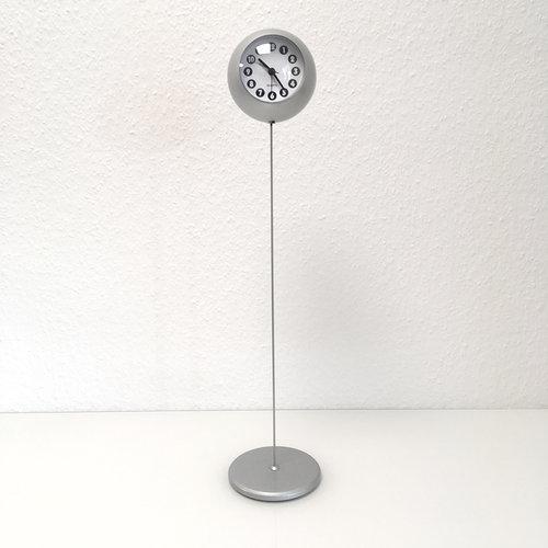 Design Standuhr \'Swing\' von Nestler Matho